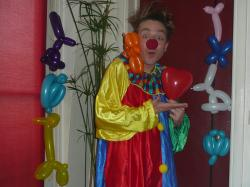 Bertrand clown ballons.JPG